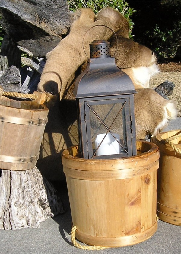 Lantern & water bucket for your lantern walk